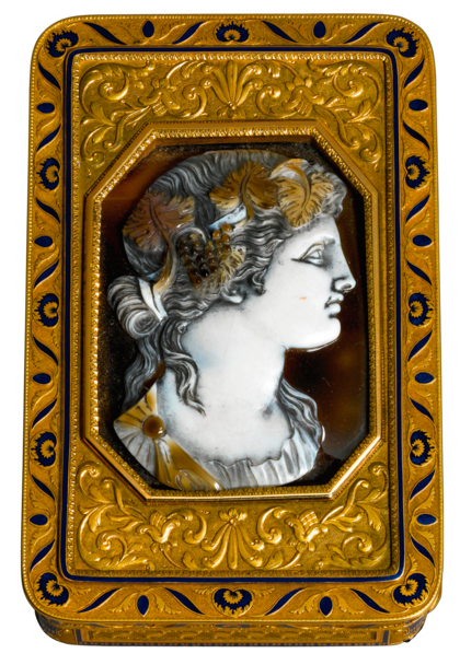 A gold and enamel snuff box set with a hardstone cameo